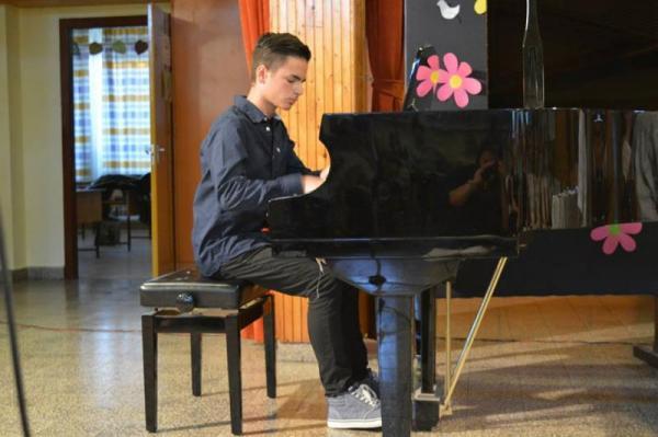 Kodály Zoltán AMI, Gyál, zeneiskola, zongora